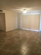 Additional photo for property listing at 1300 Crestwood Court 1300 Crestwood Court Royal Palm Beach, Florida 33411 Estados Unidos