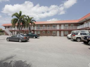 Commercial للـ Sale في 853 SE 4th Court 853 SE 4th Court Deerfield Beach, Florida 33441 United States
