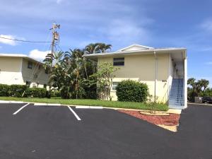 共管式独立产权公寓 为 出租 在 805 Hummingbird Way 805 Hummingbird Way 北棕榈滩, 佛罗里达州 33408 美国