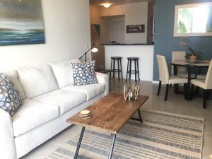 共管式独立产权公寓 为 出租 在 100 NE 6th Street 100 NE 6th Street 博因顿海滩, 佛罗里达州 33435 美国