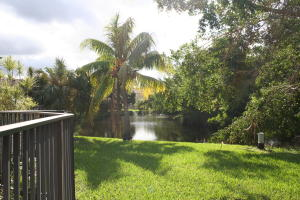 Additional photo for property listing at 3700 NW 107th Terrace 3700 NW 107th Terrace Coral Springs, Florida 33065 États-Unis