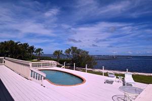 Maison unifamiliale pour l Vente à 6 N Sewalls Point Road 6 N Sewalls Point Road Sewalls Point, Florida 34996 États-Unis