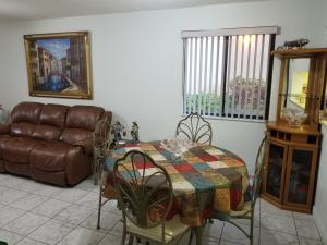 Condominio por un Alquiler en 3138 Via Poinciana 3138 Via Poinciana Lake Worth, Florida 33467 Estados Unidos