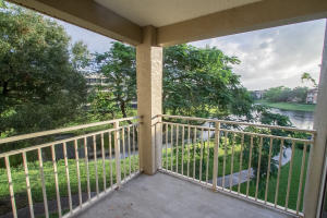 Additional photo for property listing at 1725 Palm Cove Boulevard 1725 Palm Cove Boulevard Delray Beach, Florida 33445 United States