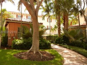 Additional photo for property listing at 824 Eastview Avenue 824 Eastview Avenue Delray Beach, Florida 33483 United States