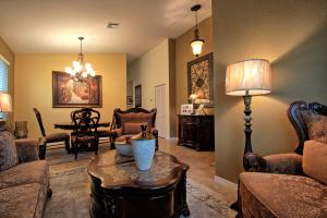 Additional photo for property listing at 970 Siesta Drive 970 Siesta Drive West Palm Beach, Florida 33415 États-Unis