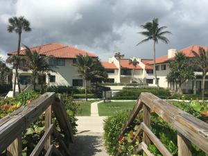 واحد منزل الأسرة للـ Sale في 5450 Old Ocean Boulevard 5450 Old Ocean Boulevard Ocean Ridge, Florida 33435 United States