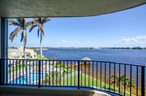 Condomínio para Venda às 8200 Lakeshore Drive 8200 Lakeshore Drive Hypoluxo, Florida 33462 Estados Unidos