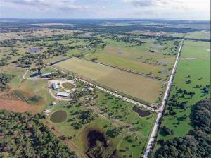 Casa Unifamiliar por un Venta en 30003 SW Martin Highway 30003 SW Martin Highway Palm City, Florida 34990 Estados Unidos