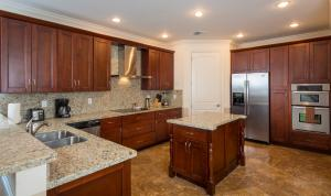 Additional photo for property listing at 2351 Lakeview Drive 2351 Lakeview Drive Sebring, Florida 33870 Estados Unidos