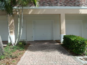 Additional photo for property listing at 10280 SW Stephanie Way 10280 SW Stephanie Way Port St. Lucie, Florida 34987 Estados Unidos
