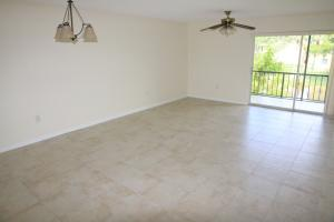 Additional photo for property listing at 884 SW 9th Street Circle 884 SW 9th Street Circle Boca Raton, Florida 33486 États-Unis
