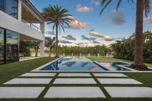 واحد منزل الأسرة للـ Sale في 617 Palm Trail 617 Palm Trail Delray Beach, Florida 33483 United States