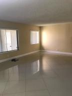Additional photo for property listing at 527 Shady Pine Way 527 Shady Pine Way Greenacres, Florida 33415 États-Unis