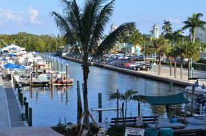 共管式独立产权公寓 为 出租 在 Marina Village Condominiums, 100 NE 6th Street 100 NE 6th Street 博因顿海滩, 佛罗里达州 33435 美国
