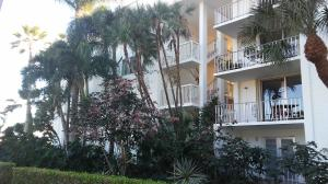 Condominium for Rent at 917 N Flagler Drive 917 N Flagler Drive West Palm Beach, Florida 33401 United States
