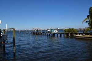 Single Family Home for Sale at 185 SE Alamanda Way 185 SE Alamanda Way Stuart, Florida 34996 United States
