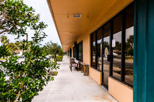 Additional photo for property listing at 3220 S Us Highway 1 3220 S Us Highway 1 Fort Pierce, Florida 34982 United States