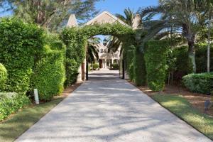 Additional photo for property listing at 611 S Ocean Boulevard 611 S Ocean Boulevard Delray Beach, Florida 33483 Estados Unidos
