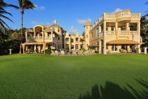 Einfamilienhaus für Verkauf beim 611 S Ocean Boulevard 611 S Ocean Boulevard Delray Beach, Florida 33483 Vereinigte Staaten