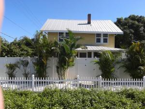 Einfamilienhaus für Mieten beim 201 S Swinton Avenue 201 S Swinton Avenue Delray Beach, Florida 33444 Vereinigte Staaten