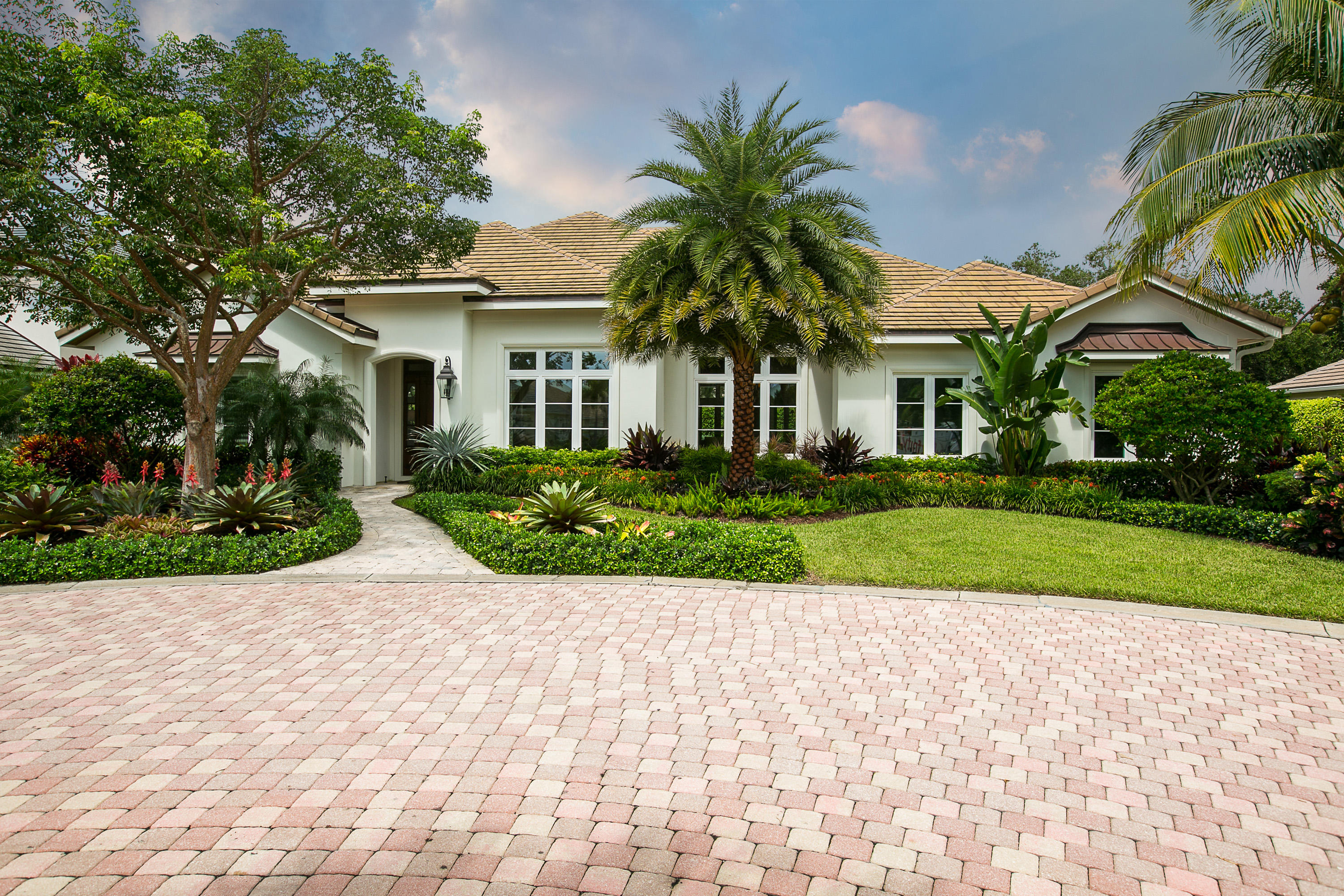 16 Sea Colony Dr. Vero Beach 32963