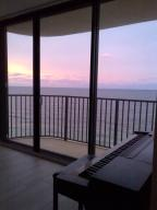 Additional photo for property listing at 200 S Beach Road 200 S Beach Road Tequesta, Florida 33469 United States