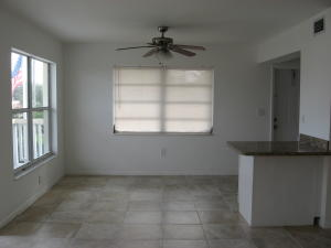 Additional photo for property listing at 325 Ocean Breeze Avenue 325 Ocean Breeze Avenue Lake Worth, Florida 33460 Estados Unidos