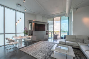 Co-op / căn hộ vì Bán tại 3029 NE 188th Street Aventura, Florida 33180 Hoa Kỳ
