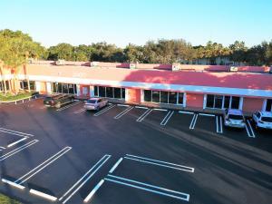 Commercial pour l Vente à 2609 W Woolbright Road Boynton Beach, Florida 33436 États-Unis