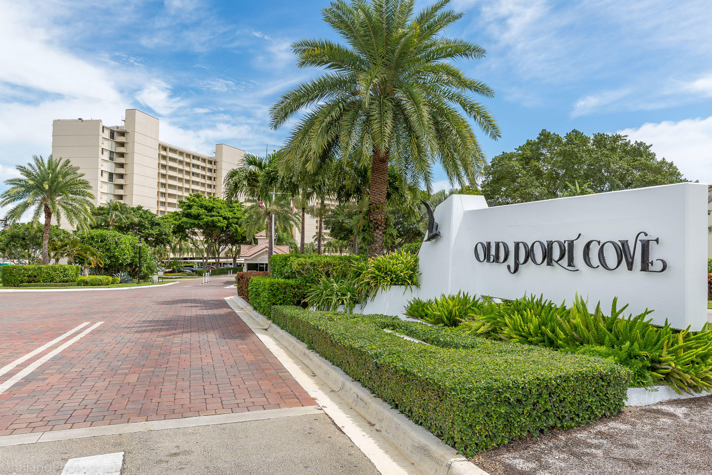 OLD PORT COVE LAKE POINT TOWERCONDO L-1