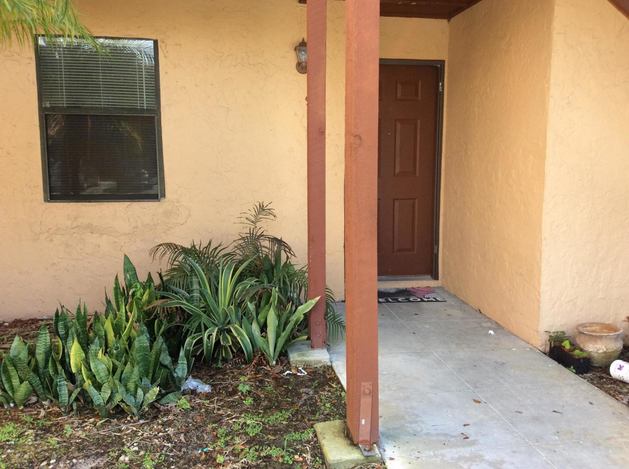 907 Lakeview Circle Royal Palm Beach, FL 33411