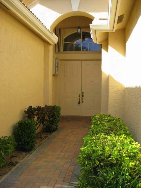 13298 Alhambra Lake Circle  Delray Beach, FL 33446