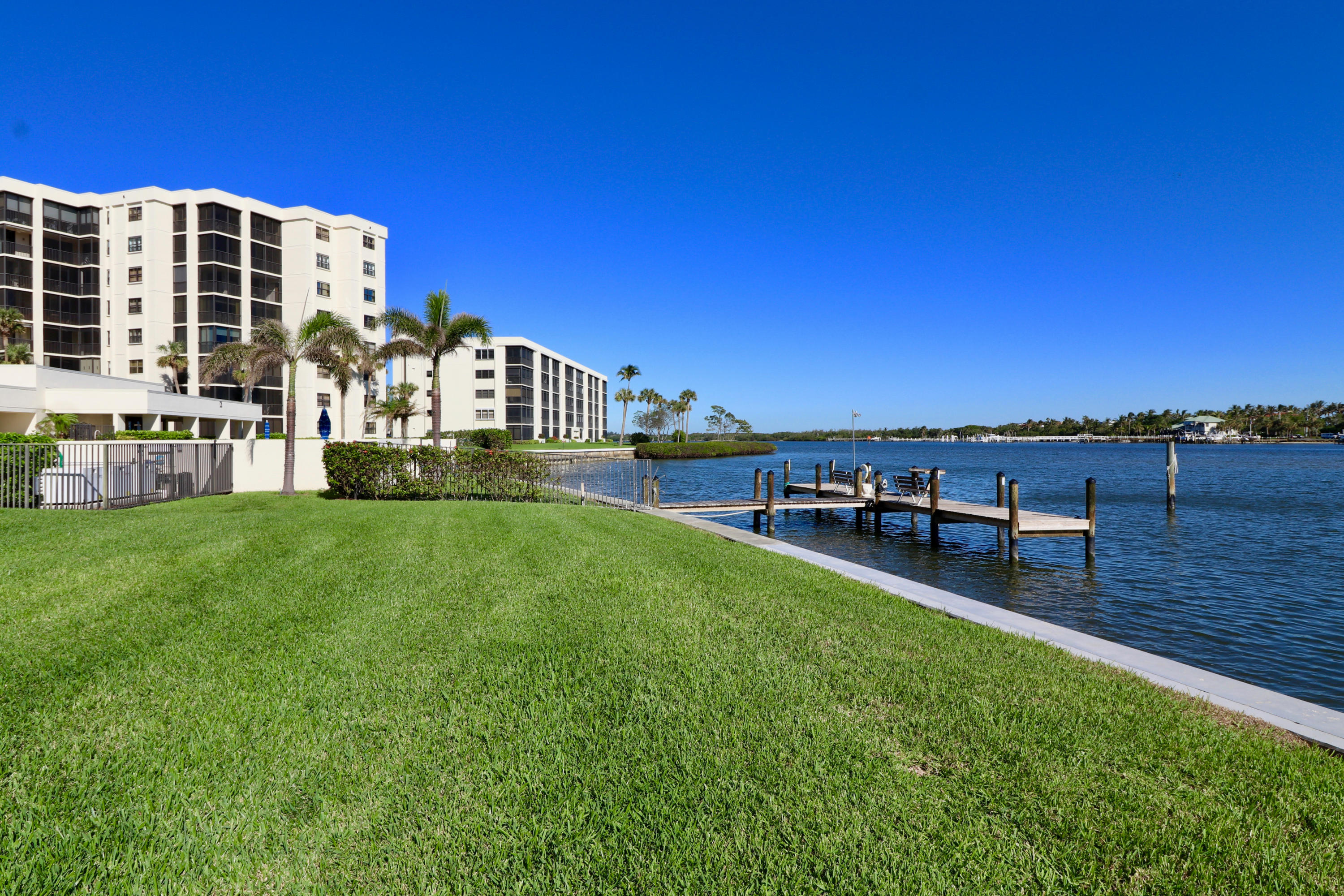 SANDPOINTE BAY TEQUESTA REAL ESTATE