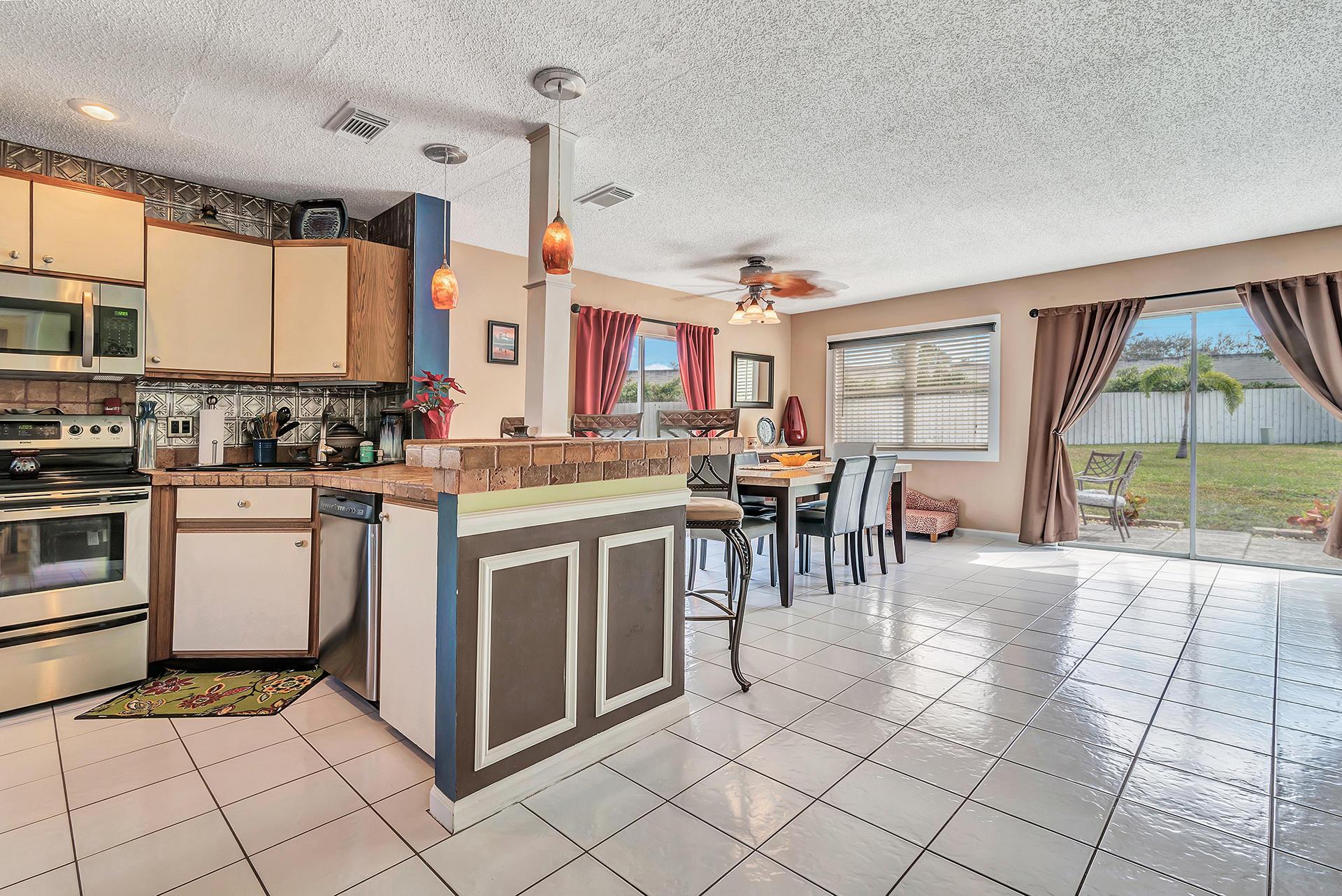 3906 Circle Lake Drive West Palm Beach, FL 33417 photo 10