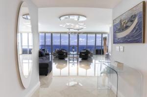Appartement en copropriété pour l Vente à 3101 S Ocean Drive 3101 S Ocean Drive Hollywood, Florida 33019 États-Unis