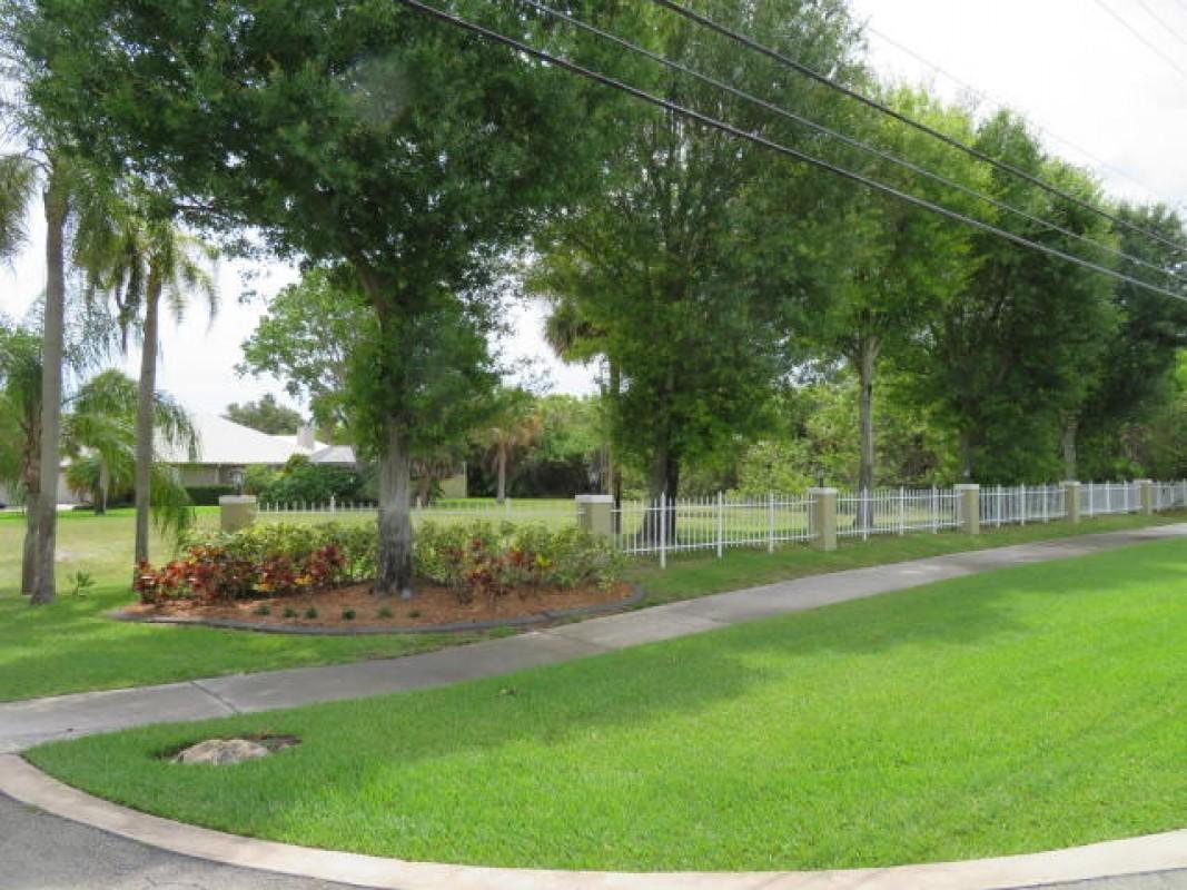 8502 SE Wilkes Place  Hobe Sound FL 33455