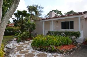 Villa per Vendita alle ore 1002 NE 116th Street Biscayne Park, Florida 33161 Stati Uniti