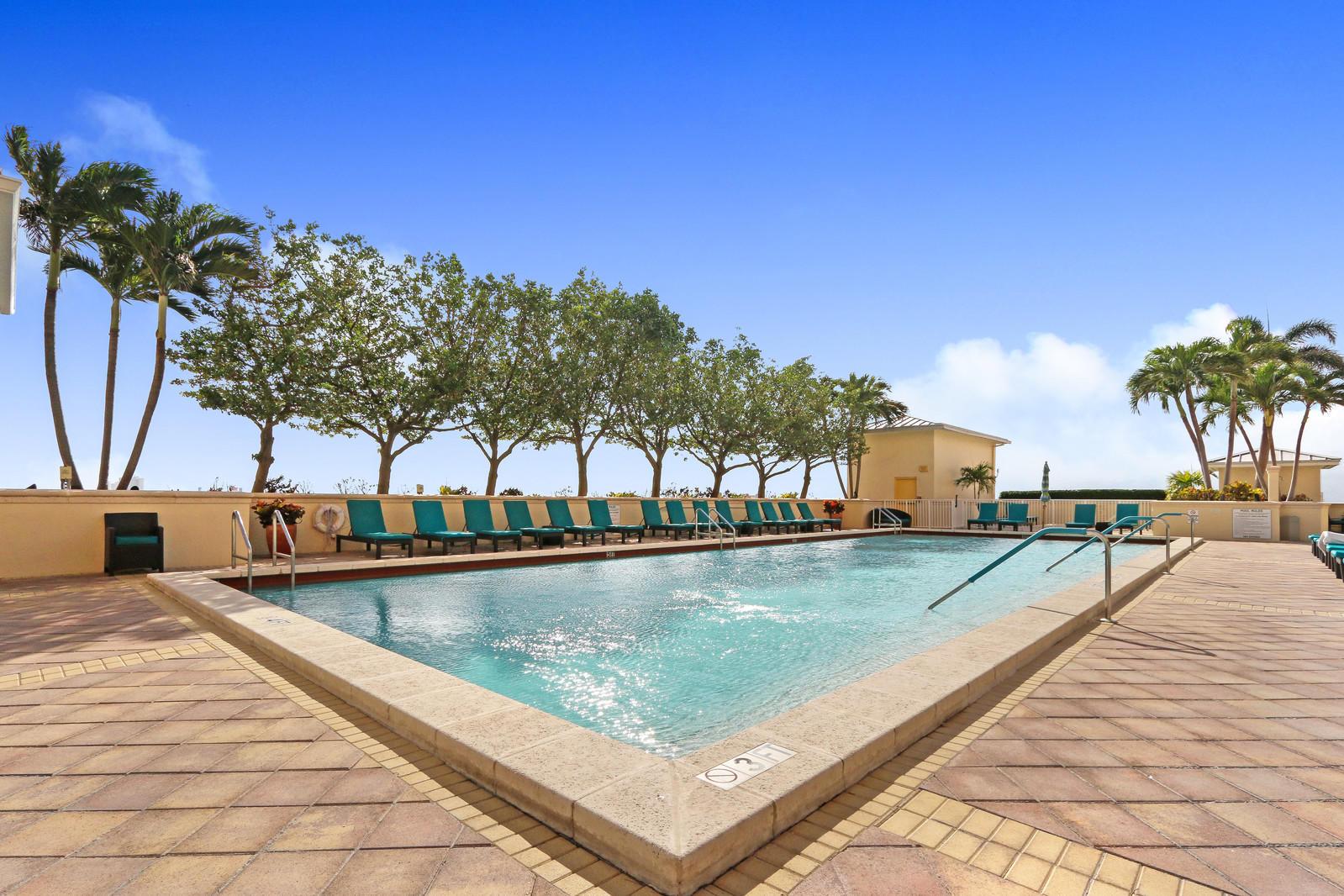 2650 Lake Shore Drive 101, West Palm Beach, Florida 33404, 2 Bedrooms Bedrooms, ,2 BathroomsBathrooms,F,Condominium,Lake Shore,RX-10413664