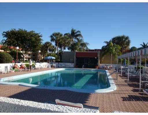 4244 Deste Court Lake Worth, FL 33467 photo 3