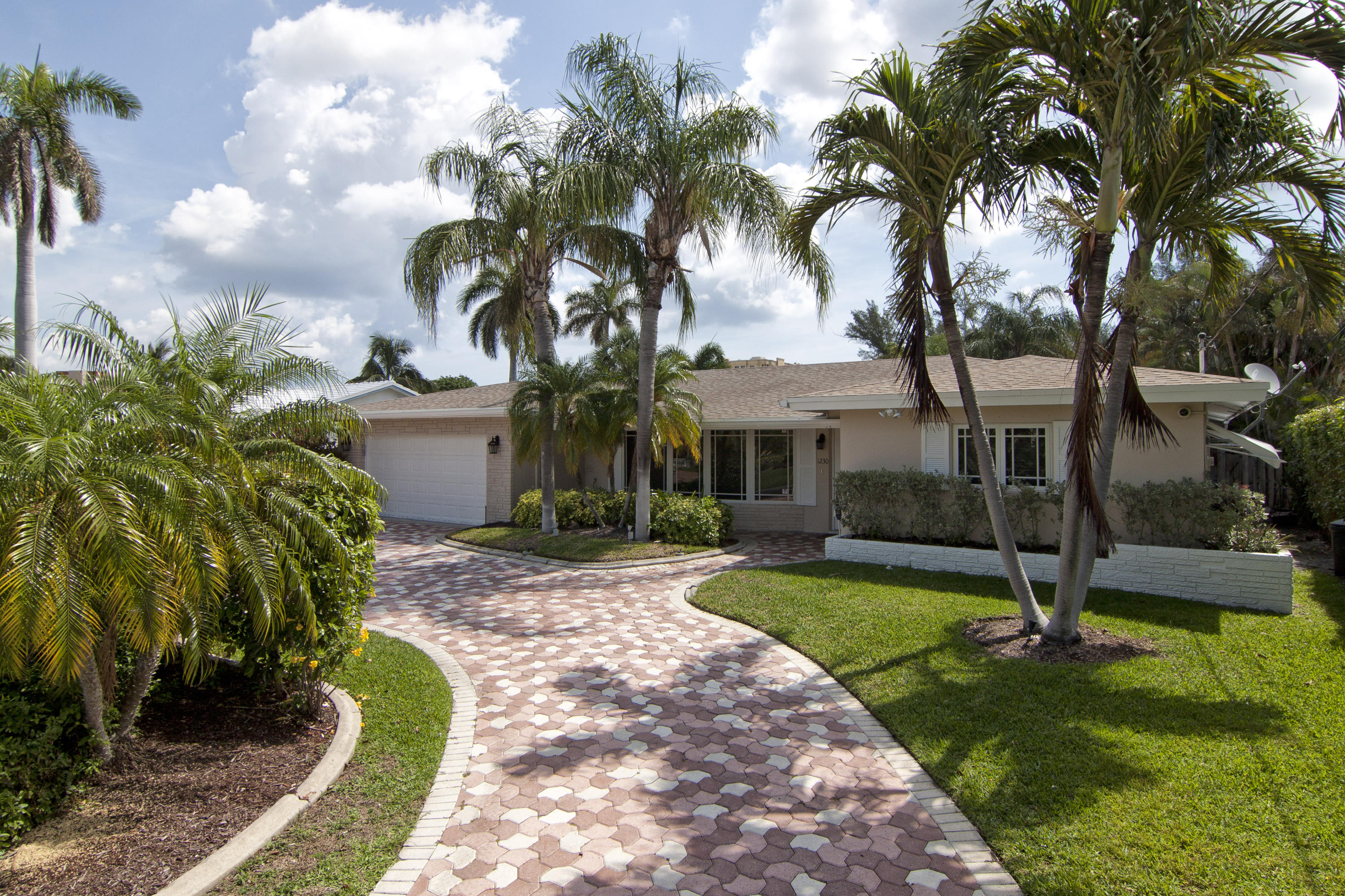 COUNTRY CLUB ISLES REAL ESTATE