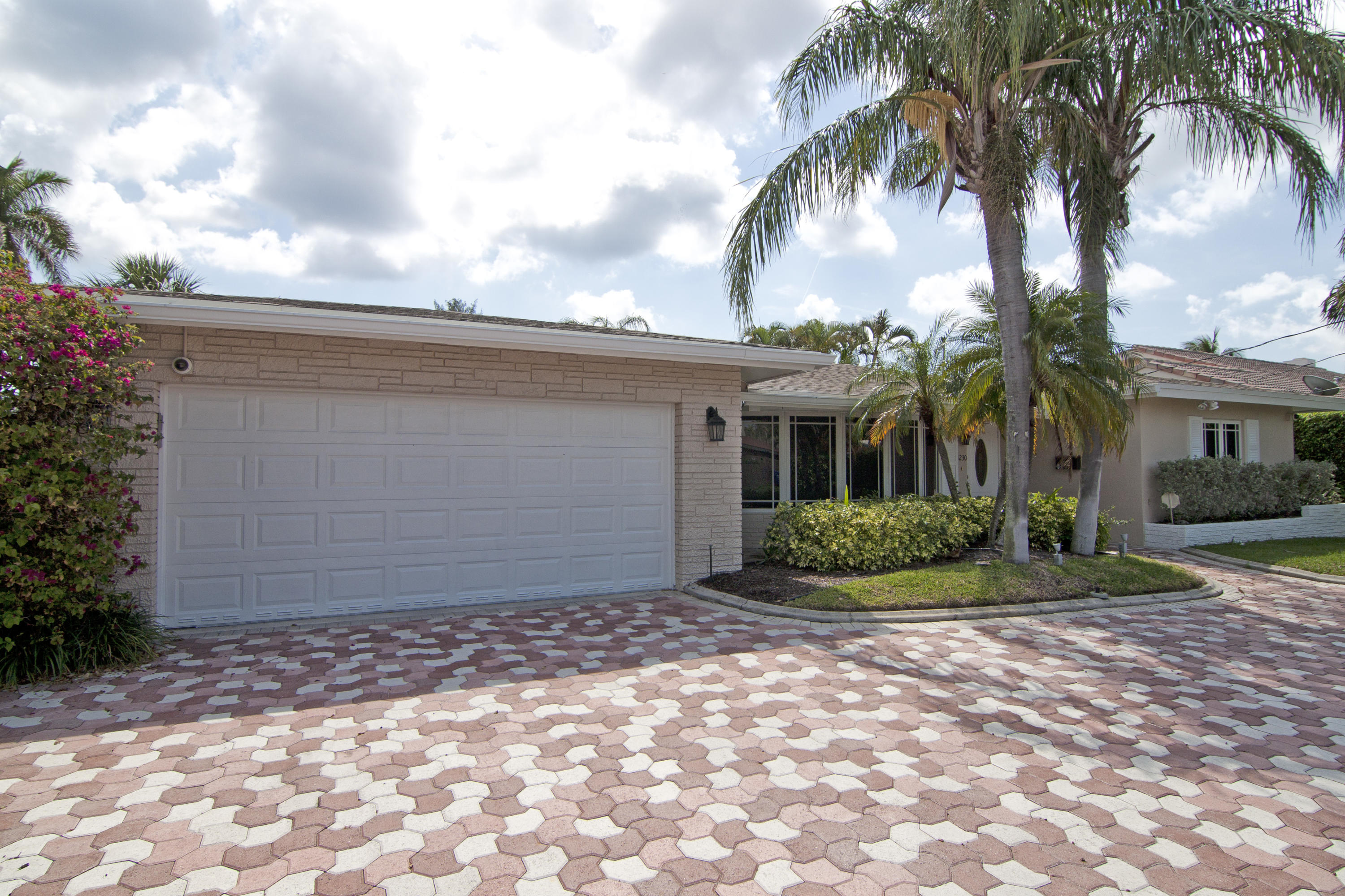COUNTRY CLUB ISLES REALTY