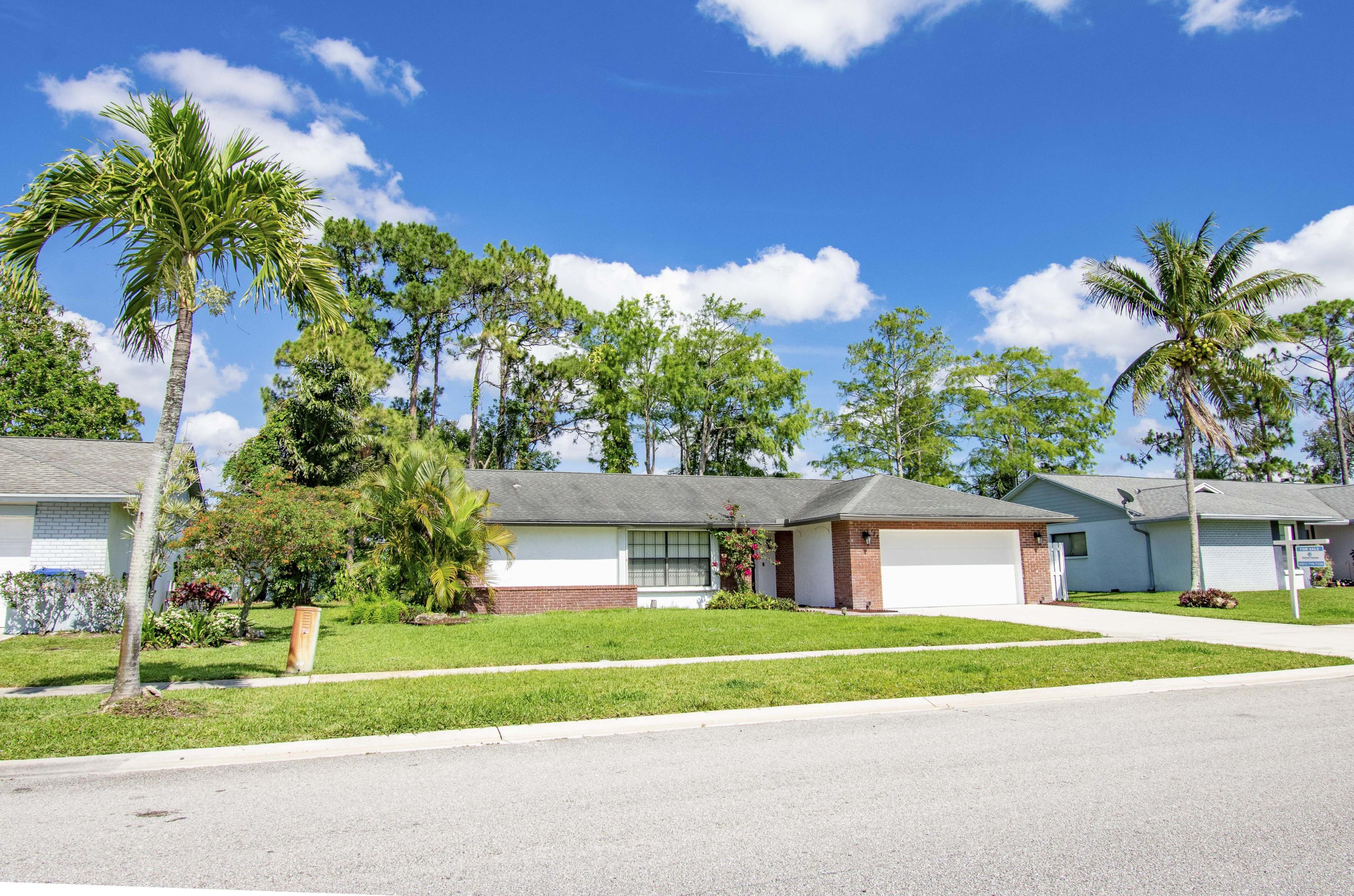 123 Parkwood Drive Royal Palm Beach, FL 33411 small photo 2