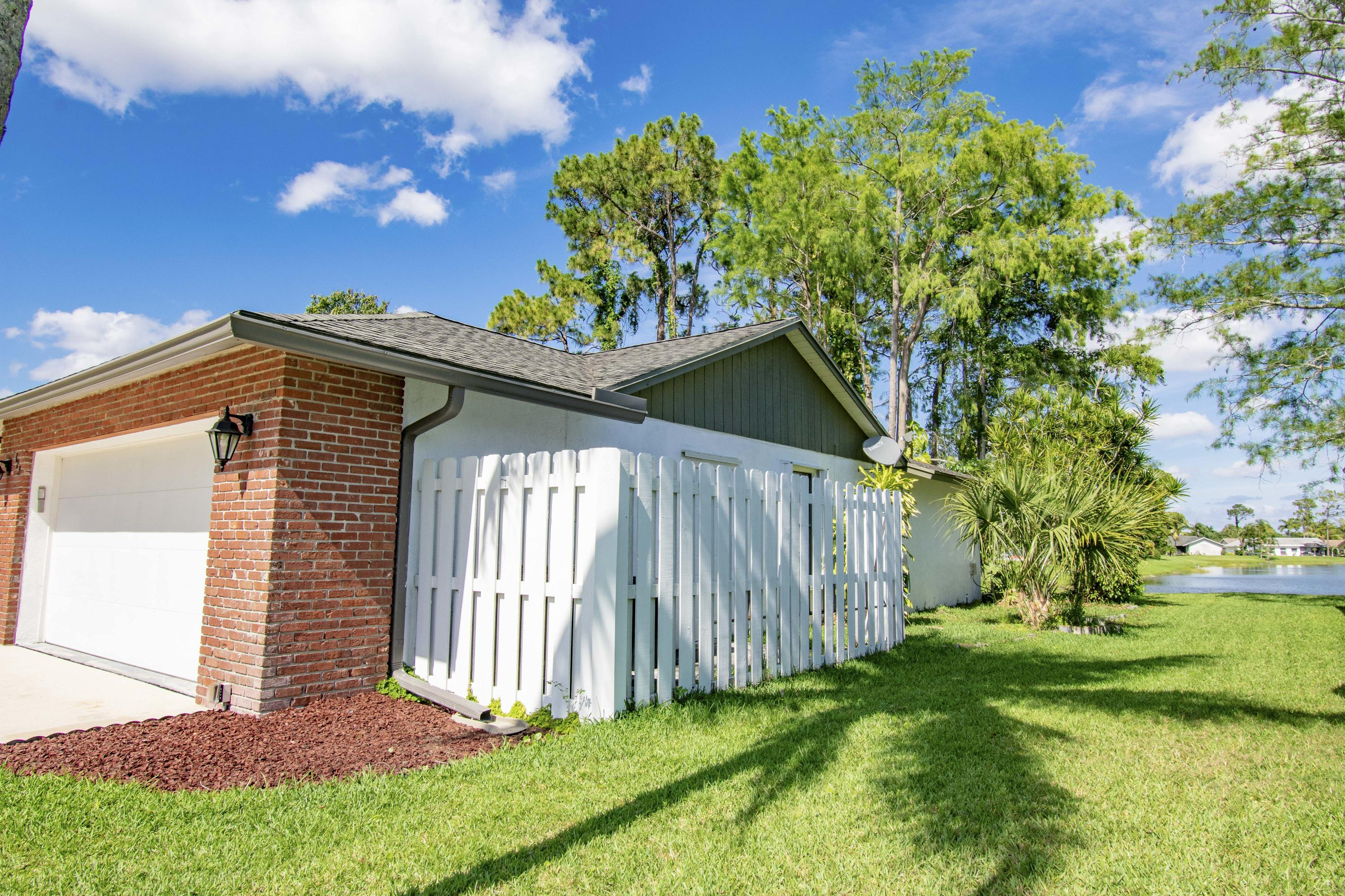 123 Parkwood Drive Royal Palm Beach, FL 33411 small photo 4