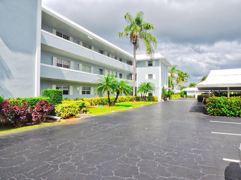 Home for sale in ATLANTIS REGENCY GARDEN APTS CONDO Atlantis Florida