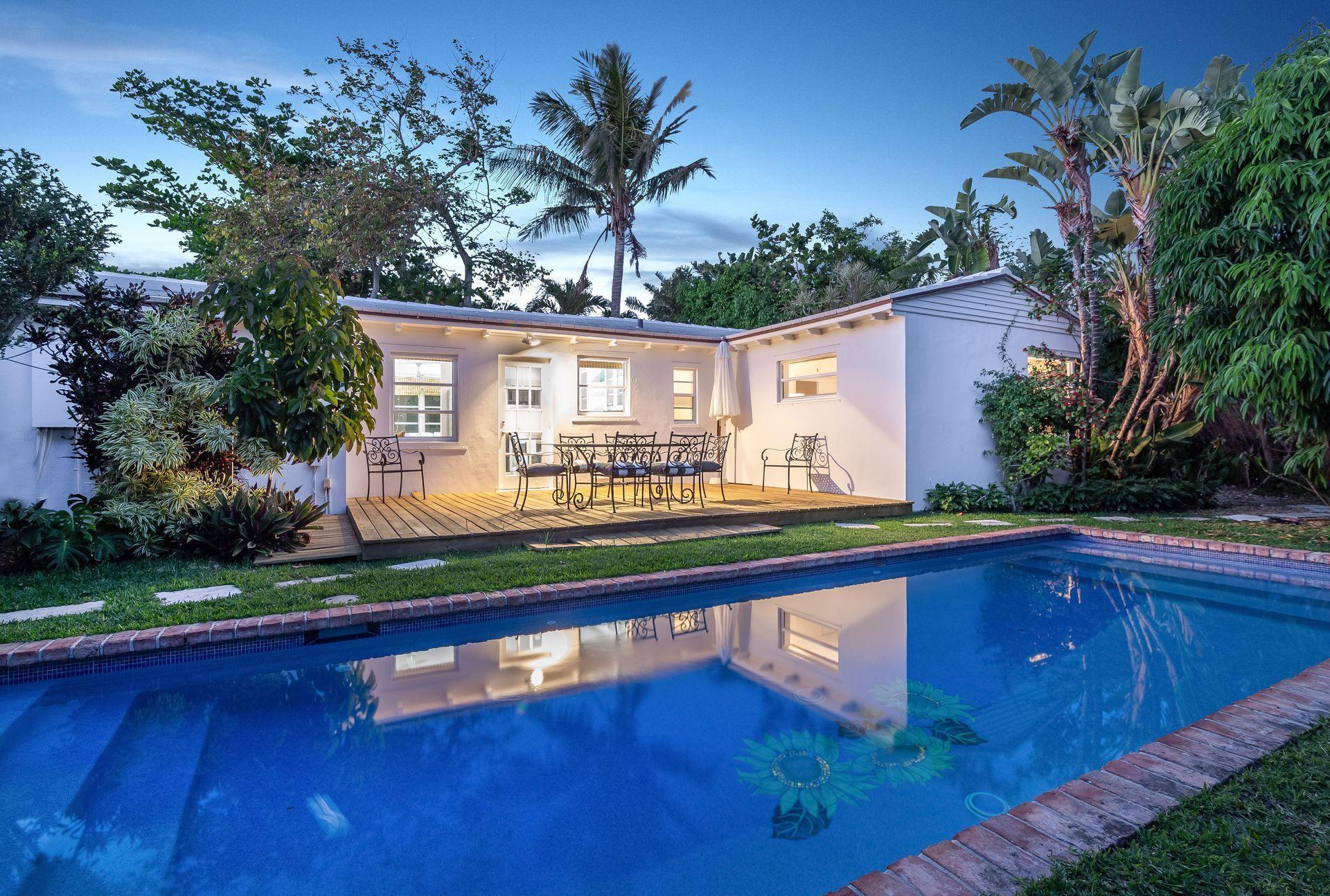 Manana Estates 210 Debra Lane