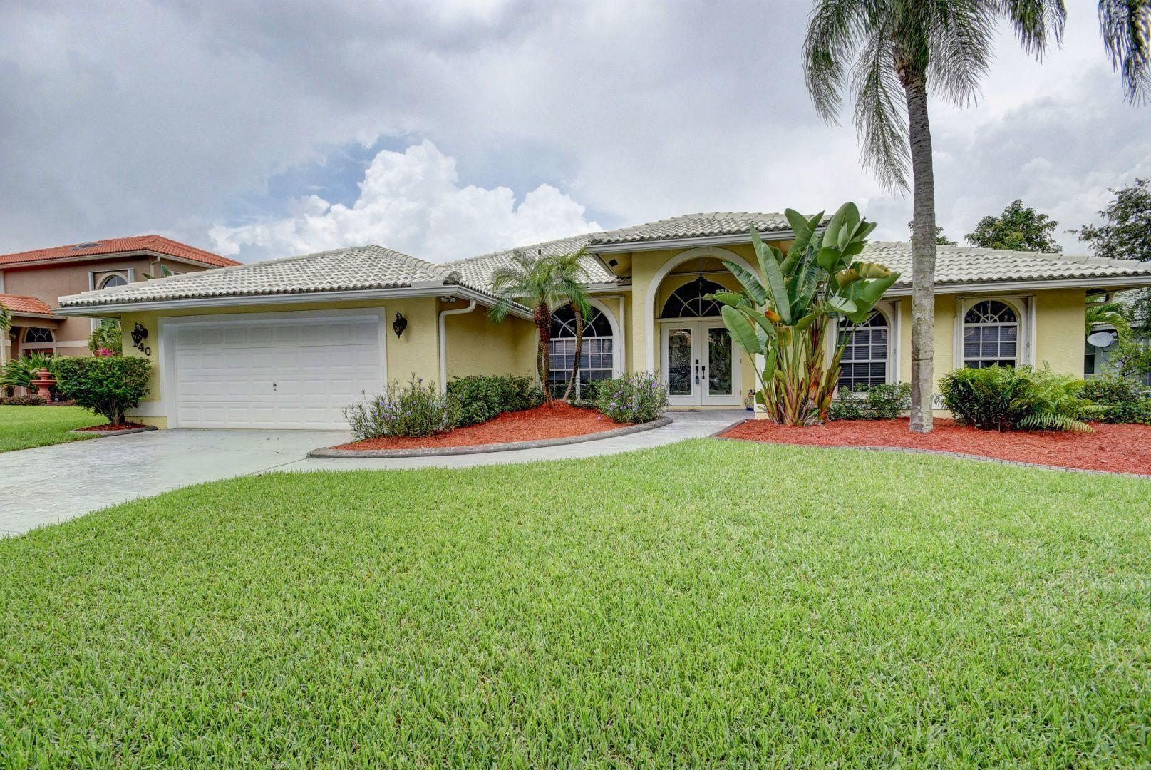 140 Kapok Royal Palm Beach, FL 33411 photo 1