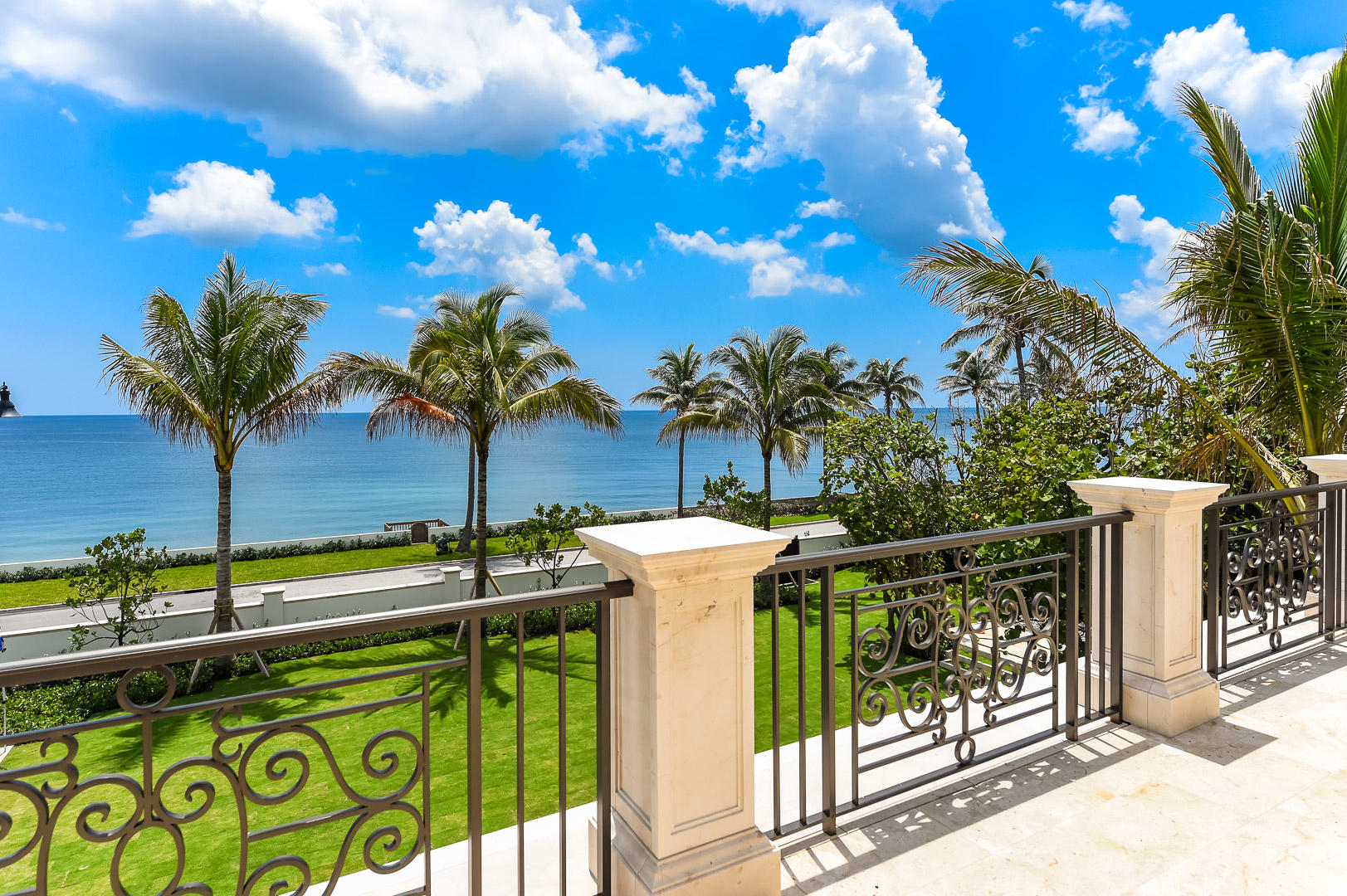 SINGER ADDITION PALM BEACH