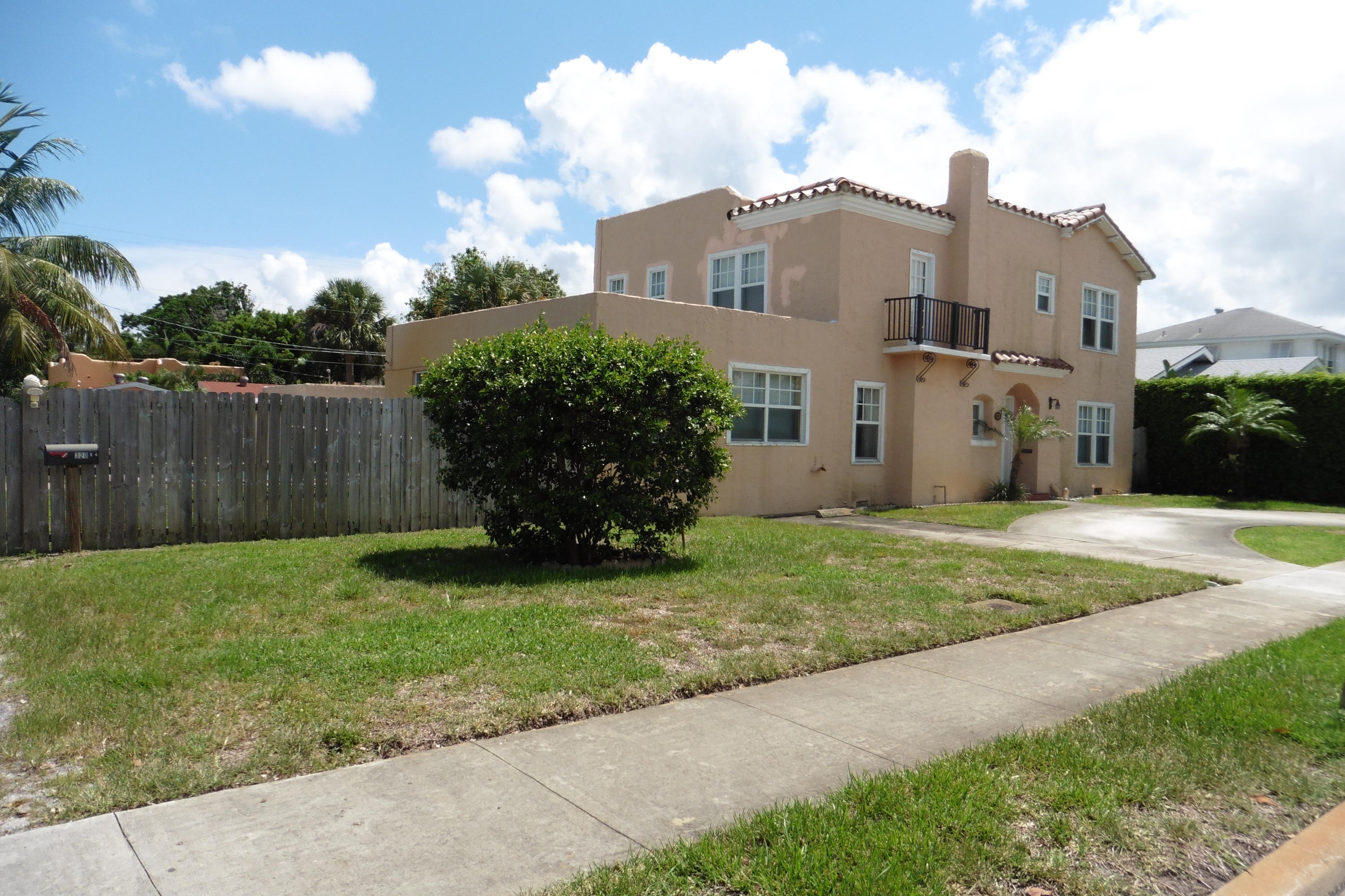 320 Edgewood Drive West Palm Beach, FL 33405