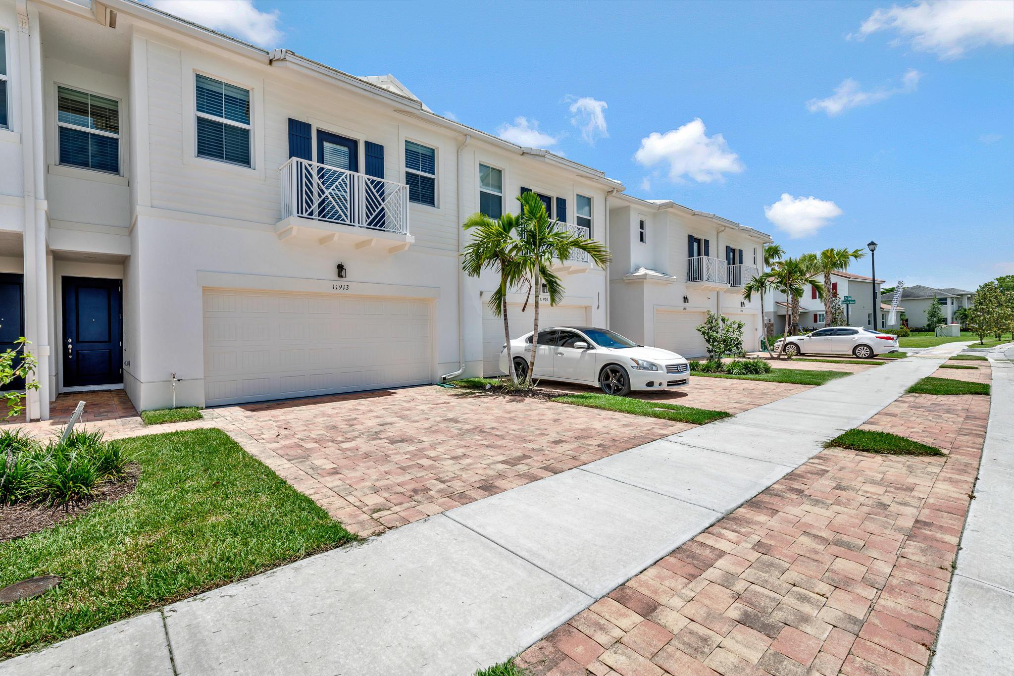 11913 Park Central Royal Palm Beach, FL 33411 photo 2